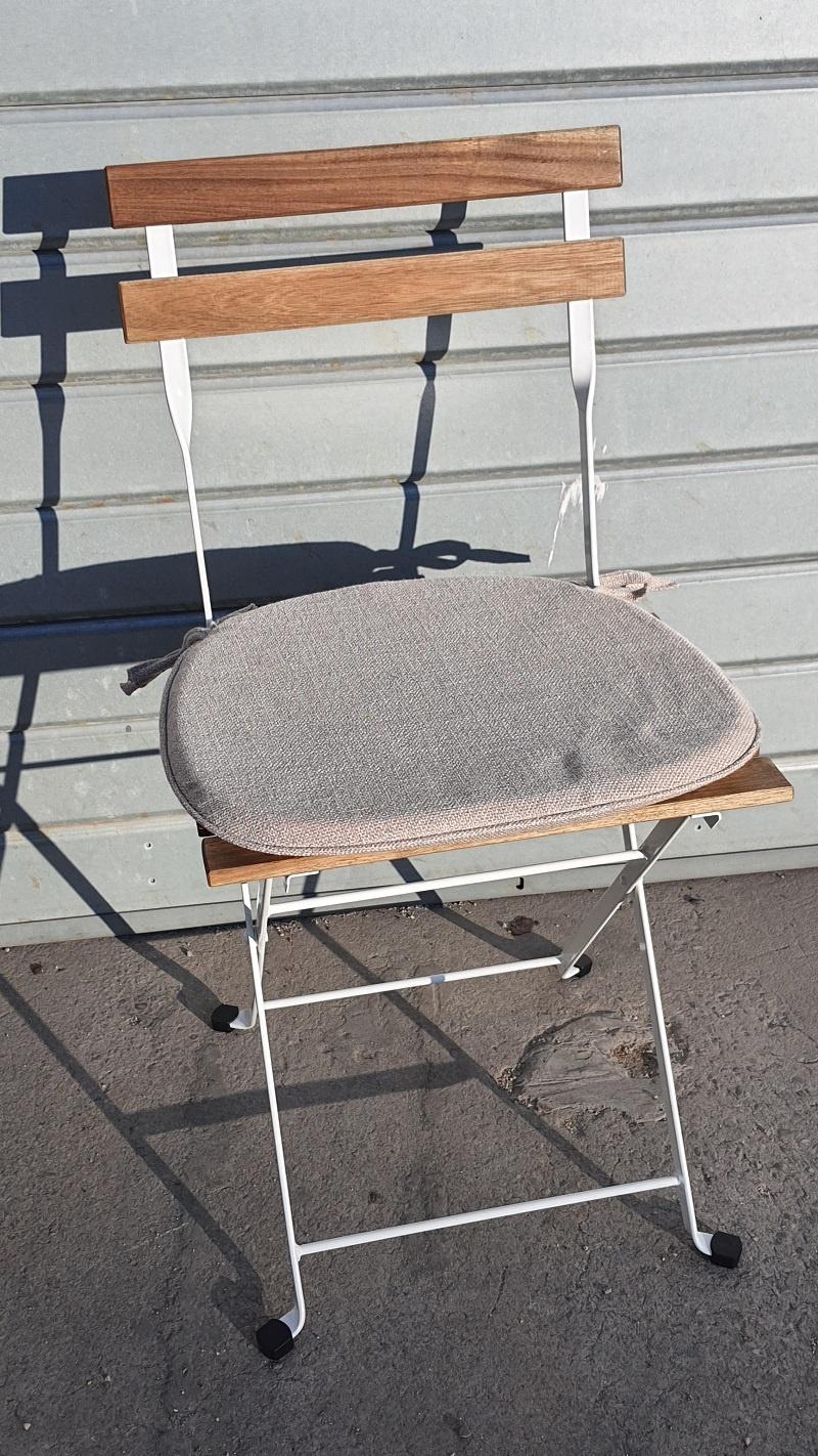 chaise square blanche et bois